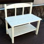 テーブルの大きさに合わせたコンパクトな長椅子☆