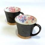 内側に彩られた桜が可愛らしいペアのマグカップ☆