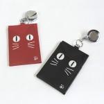 目が光る⁉ ネコの蓄光パスケース ★